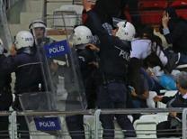 Fenerbahçe Grundig ile Galatasaray Daikin araındaki kadın voleybol maçında tribünler karıştı!..