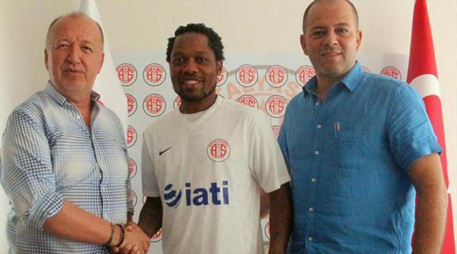 Kamerunlu yıldız Antalyaspor'da