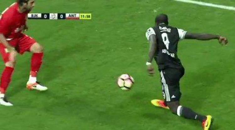 Aboubakar'dan Ronaldinho çalımı!