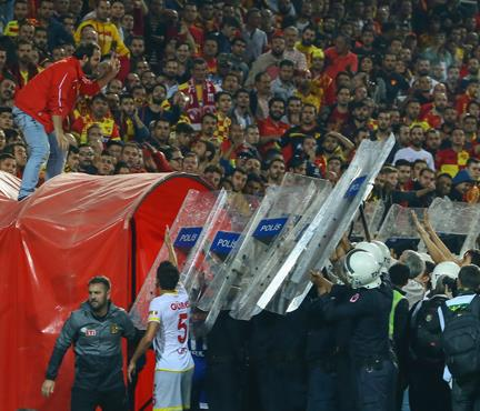 Göztepe - Eskişehir maçı yarıda kaldı