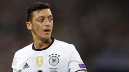 Mesut Özil Fransa'yı mest etti!